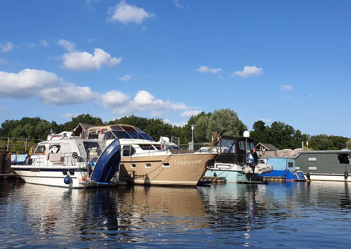 Lübzer Bootspension/ Hafen am Speicher - Hafen bei Lübz