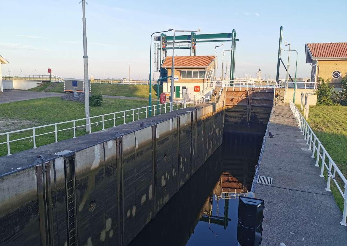 Friesesluis Lemmer - Schleuse bei Noordoostpolder (Rutten)