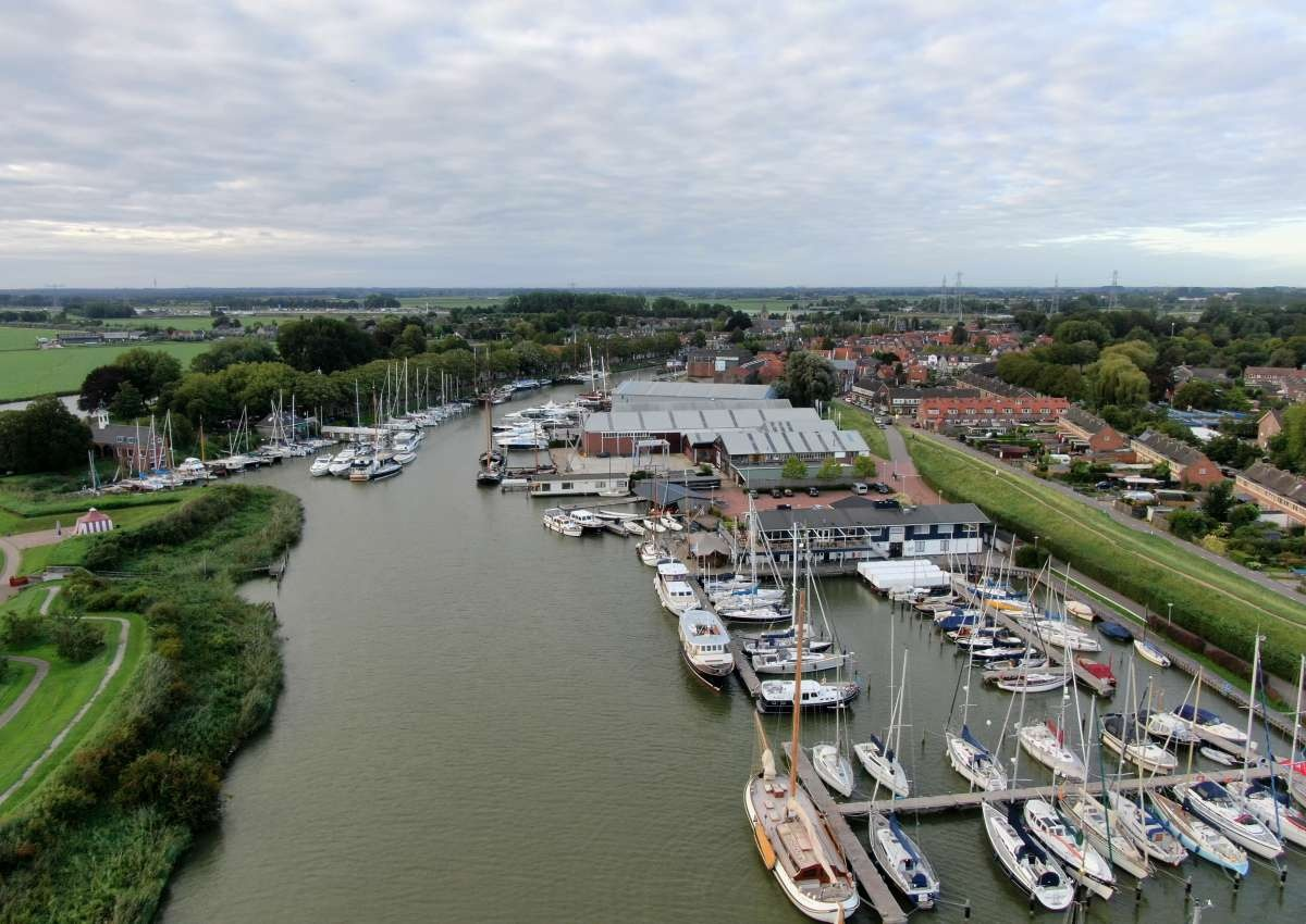 Koninklijke Nederlandsche Zeil- en Roeivereeniging (KNZ&RV) • Royal Netherlands Yacht Club (RNYC) - Hafen bei Gooise Meren (Muiden)