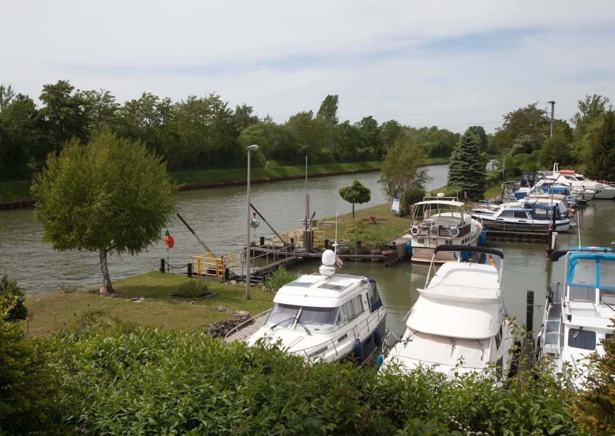 Braunschweig - Hafen bei Brunswick (Veltenhof)