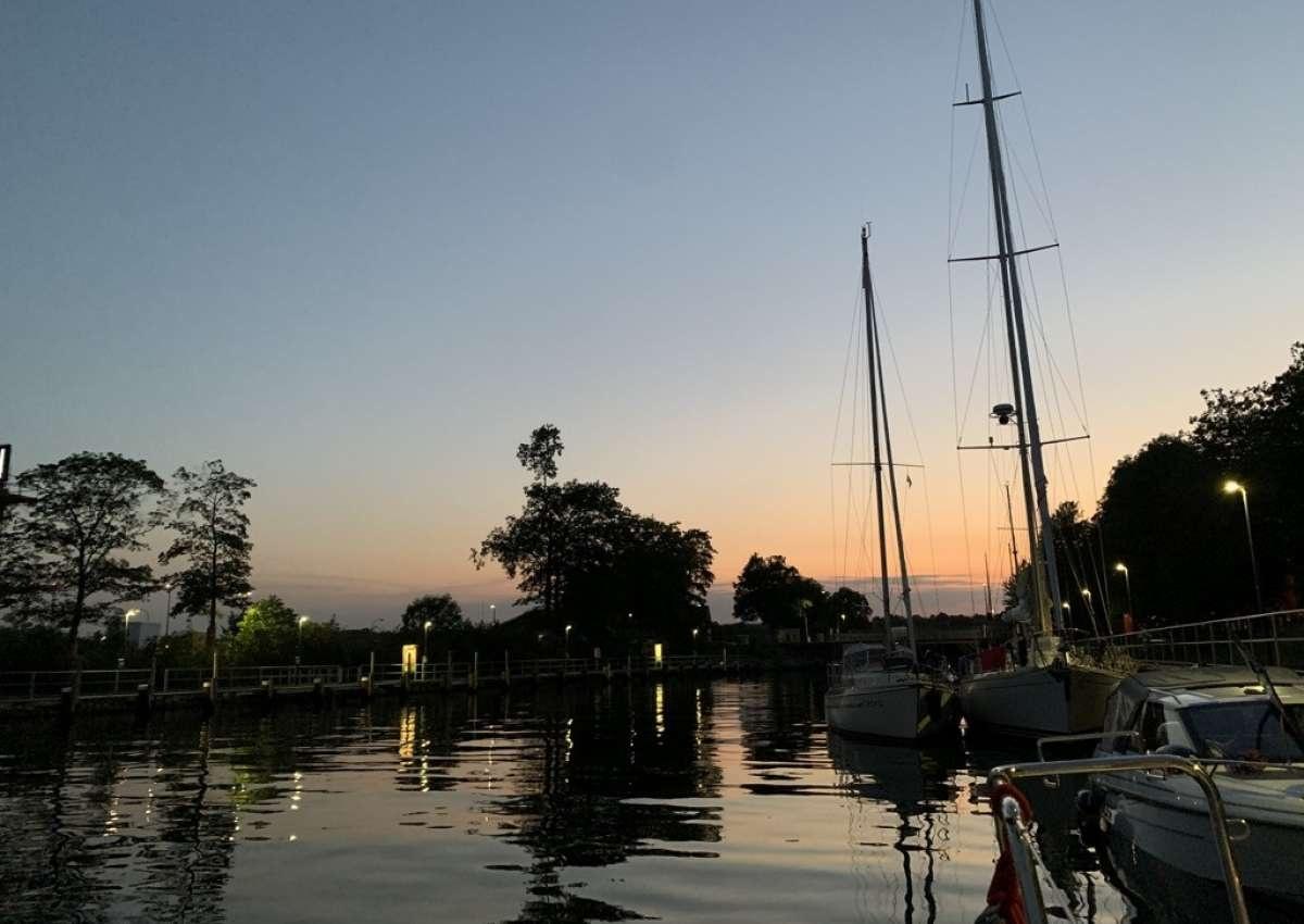 Holtenau Sportbootliegestelle teilweise gesperrt - Navinfo near Kiel (Holtenau)
