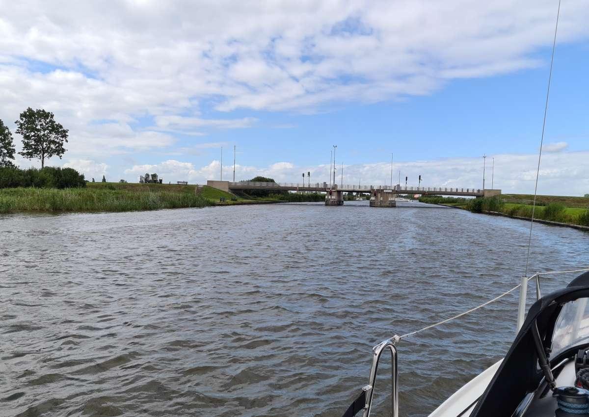 Langweer, brug - Bridge près de De Fryske Marren (Langweer)