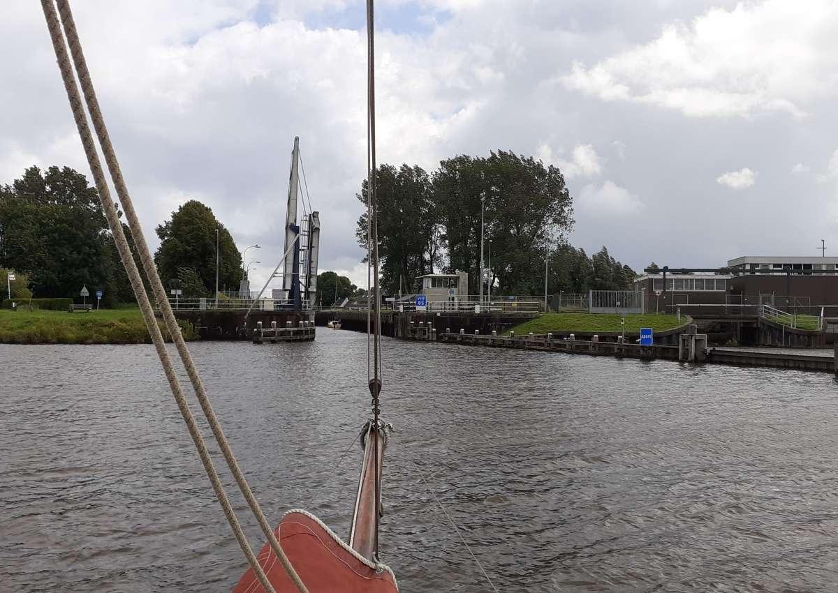 brug over benedenhoofd Dorkwerdersluis - Brücke bei Groningen (West)