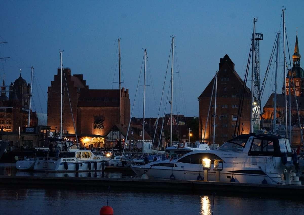 Mindertiefen / Shoaling Stralsund, Hafen - Navinfo bei Stralsund (Hafeninsel)