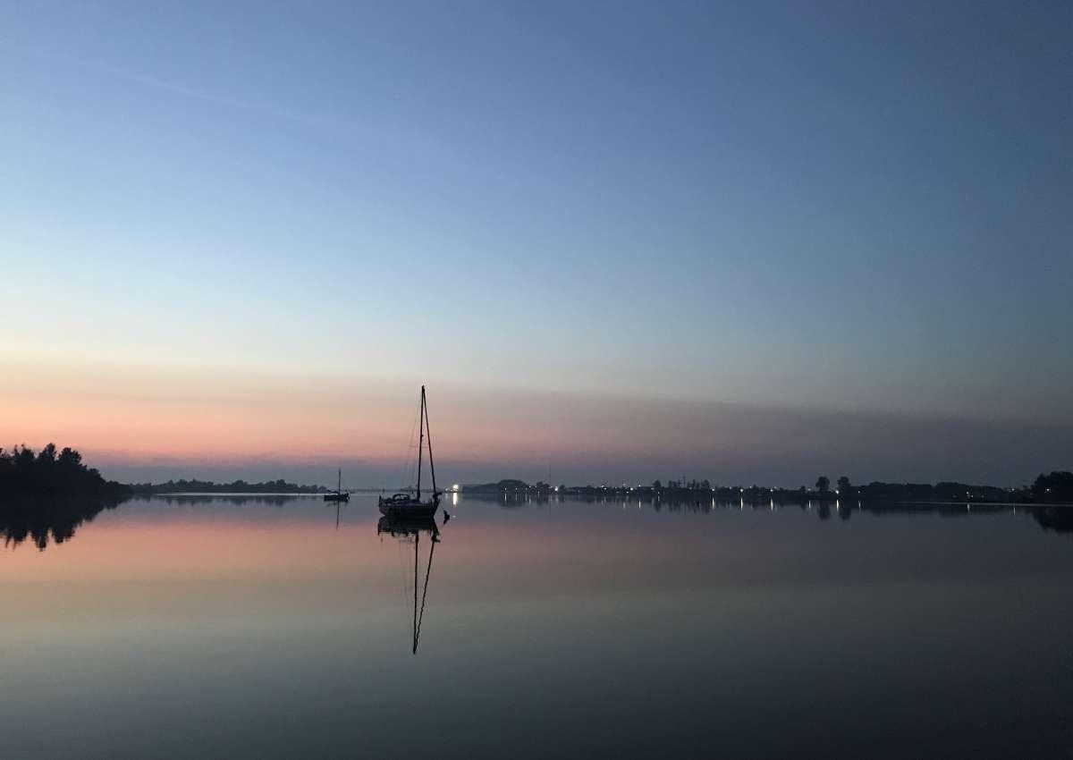 Ankeren op het Lauwersmeer - Foto near Lauwersoog