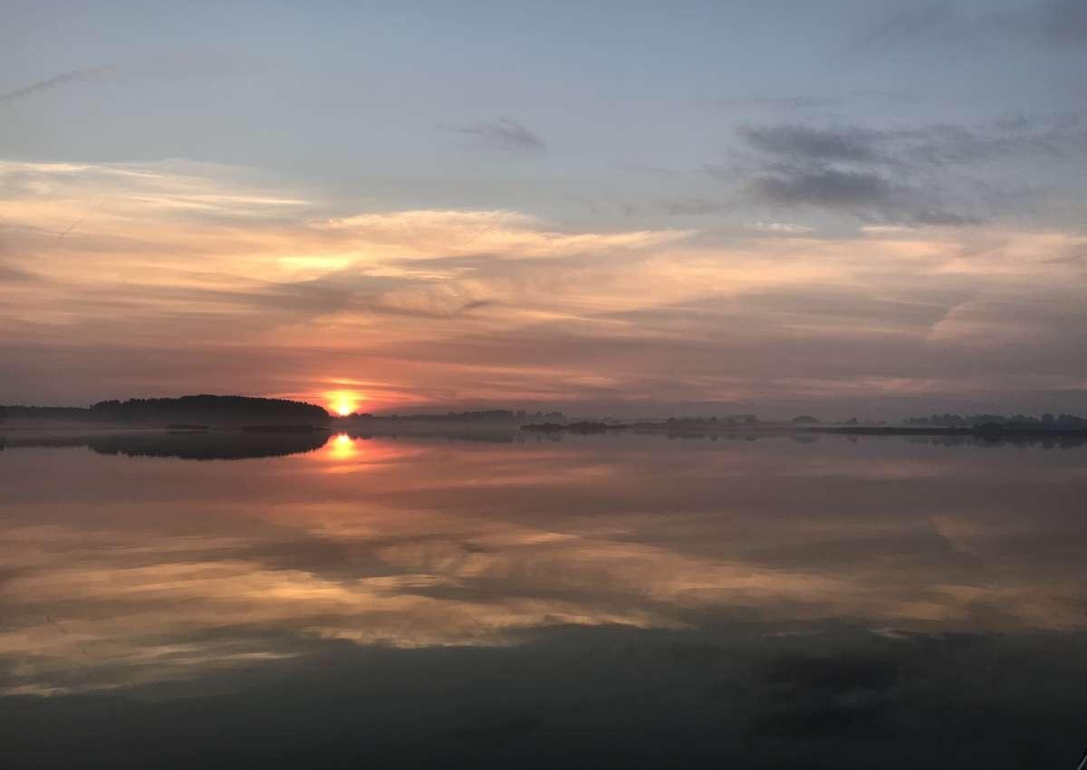 Zonsondergang op het Lauwersmeer - Foto bei Lauwersoog
